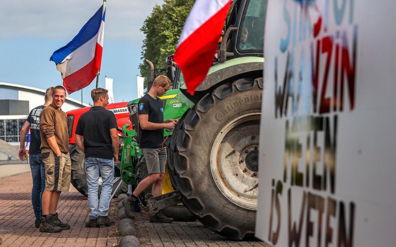 Boerenprotest in juli van dit jaar. Friese boeren verzamelen bij Thialf in Heerenveen voor vertrek naar de demonstratielocatie in Assen.