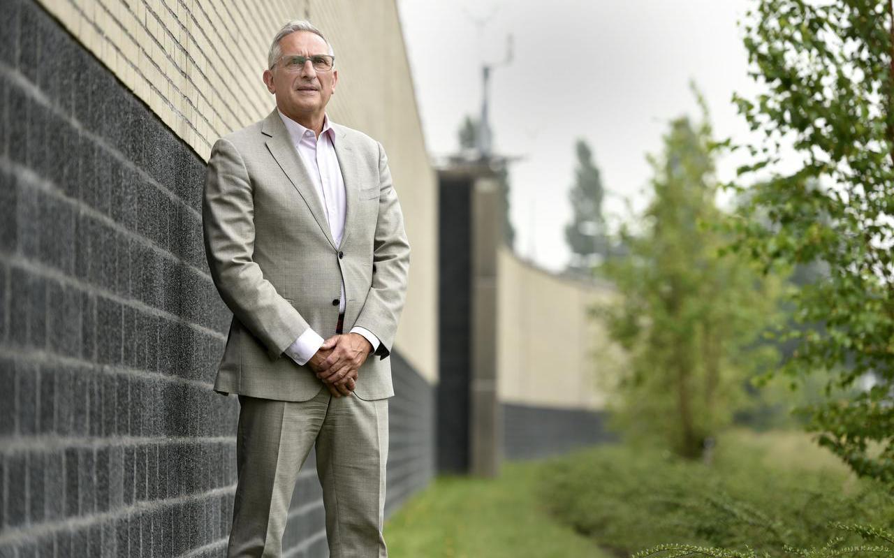 Directeur Gino Tibboel op de luchtplaats van de PI Leeuwarden.