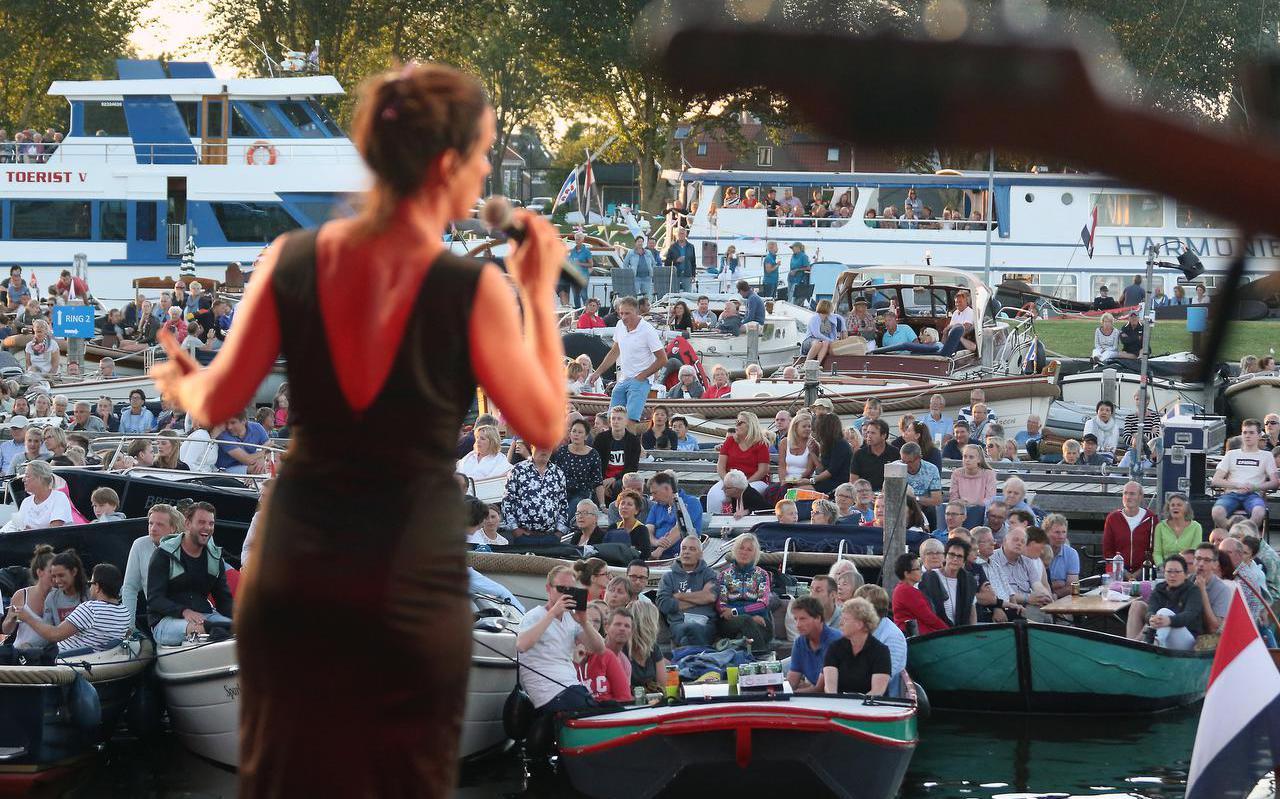 Het muziekfestival Terug naar Heeg, een eerdere editie van een groots muziekfestival in de gemeente Súdwest-Fryslân met een optreden van Maaike Schuurmans in 2018.