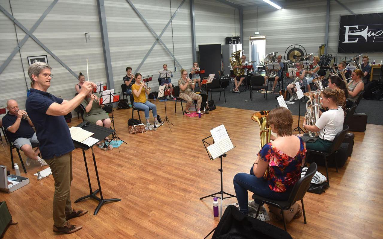 Het 'Nootgebouw' van brassband Euphonia Wolvega werd tijdens de coronapandemie ook gebruikt door brassband Pro Rege uit Heerenveen en Soli uit Leeuwarden.