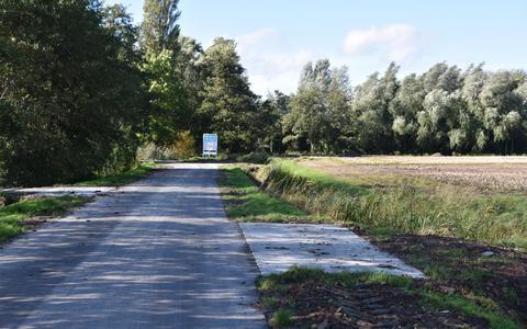 De dammen in de Bildtdyk te Berltsum zijn verhard met betonnen stelkomplaten