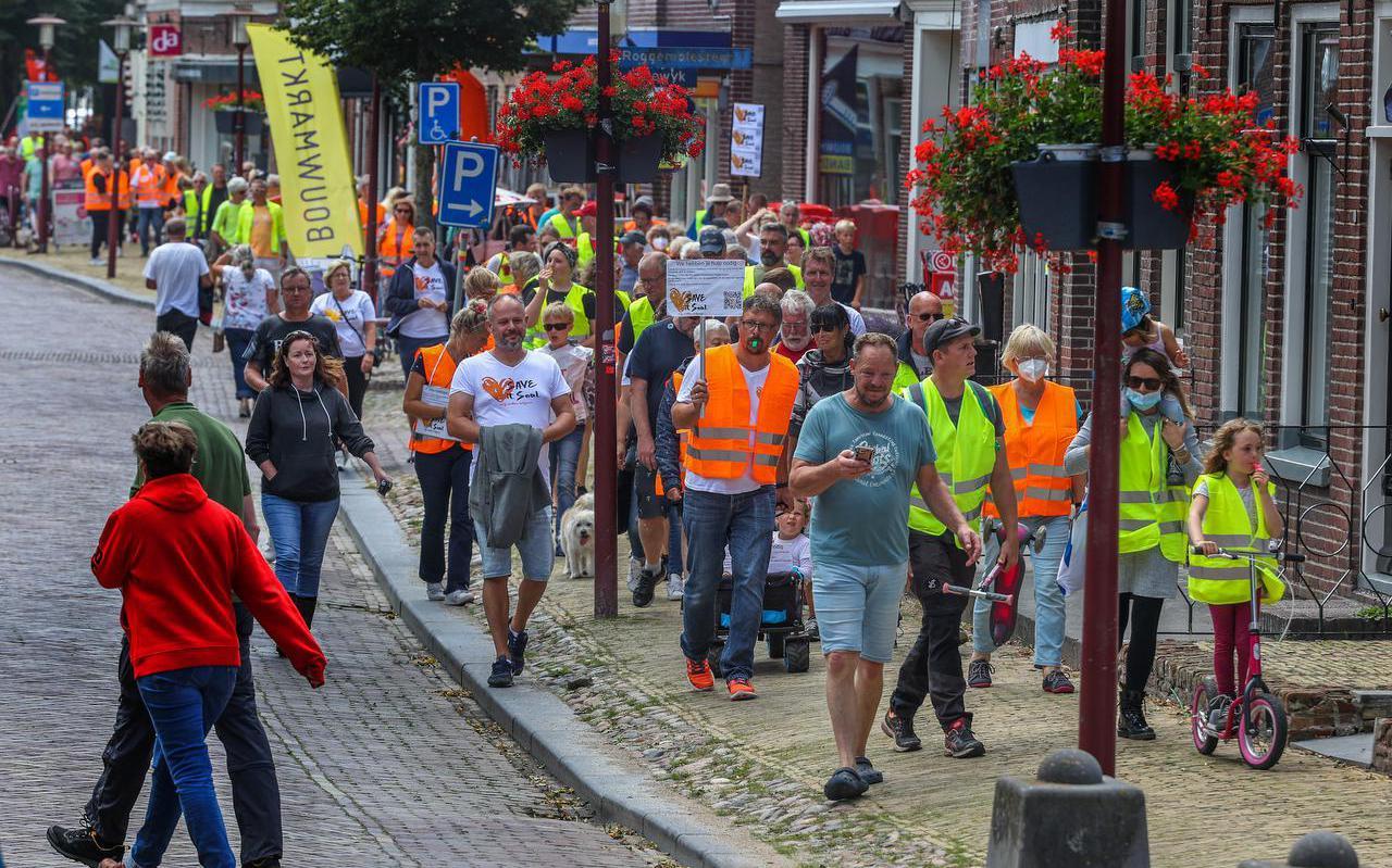 Campinggasten van It Soal hielden zaterdag een protestmars door Workum