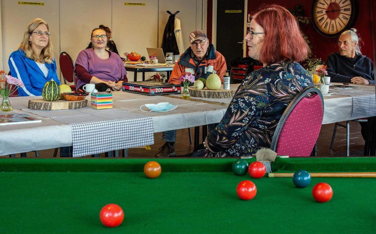 De buurtkamer in Walterswâld biedt bezoekers en vrijwilligers gelegenheid om met elkaar in contact te komen.