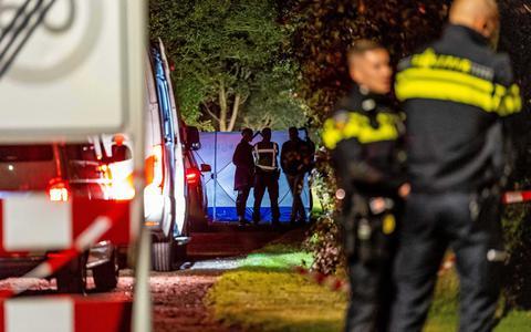 In Boelenslaan heeft de politie een automobilist neergeschoten die op agenten was ingereden. De man raakte ernstig gewond en is ter plaatse aan zijn verwondingen overleden. Volgens een woordvoerder van de politie zijn de betrokken agenten ongedeerd gebleven.