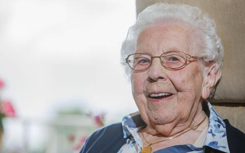 Eeuweling Fokje Hoekstra komt uit een sterk geslacht. Haar vader werd 101 jaar.