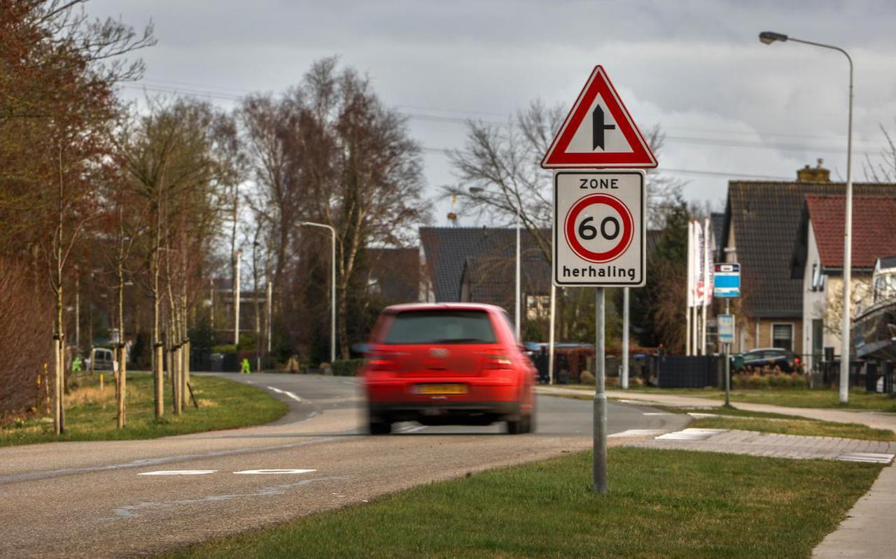 Eerder dit jaar werd de maximumsnelheid op delen van de Leeuwarderstraatweg in Heerenveen verlaagd naar zestig kilometer per uur. Binnenkort wordt de weg heringericht.