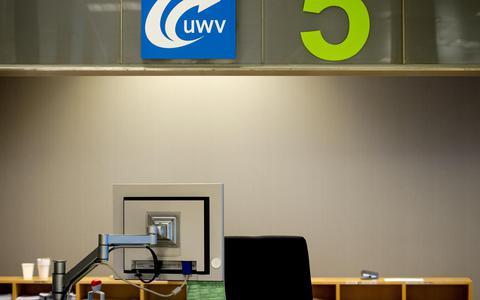 Een loket bij het Werkplein van het UWV. Wie geen werk kan vinden kan een beroep doen op de bijstand.