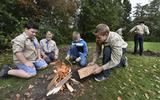 Bij scoutingvereniging Burmania in Leeuwarden leren ze natuurlijk hoe ze een kampvuurtje moeten maken.