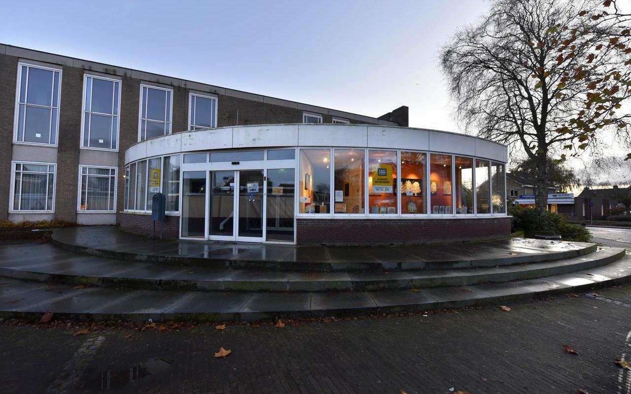 Het gemeentehuis van de voormalige gemeente Leeuwarderadeel in Stiens.
