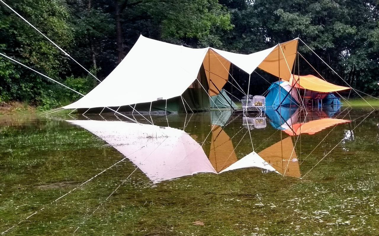 Een ondergelopen tent in Noordwolde