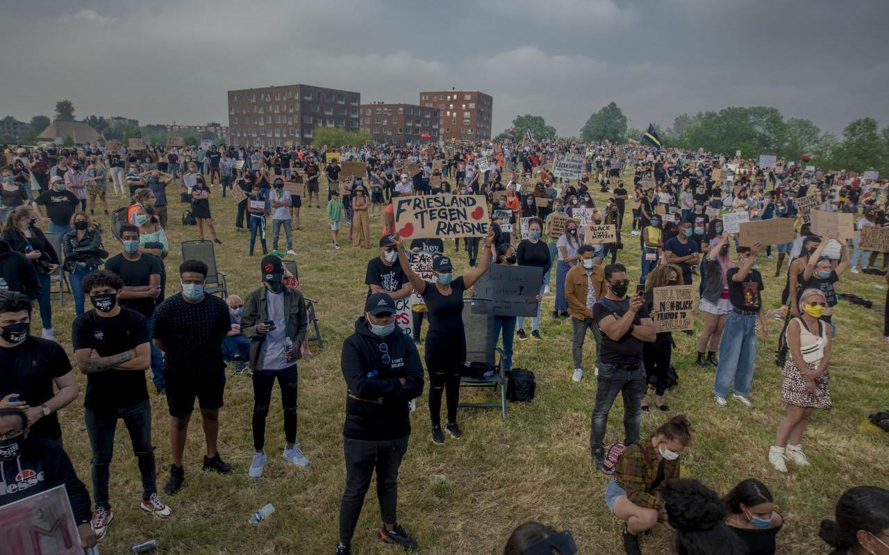 Foto: Hoge Noorden / Jacob van Essen foto dd 13-06-2020  FD / Friesch Dagblad  Leeuwarden  Demonstratie Black Liver Matter op de bult van het Rengerspark in Leeuwarden
