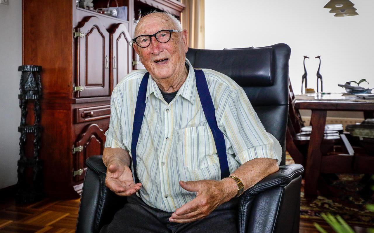 Piet Burgers uit Lemmer werd 31 juli honderd jaar.
