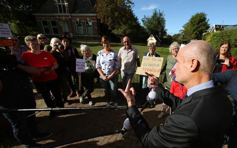 Demissionair minister Stef Blok afgelopen maandag in Ternaard.