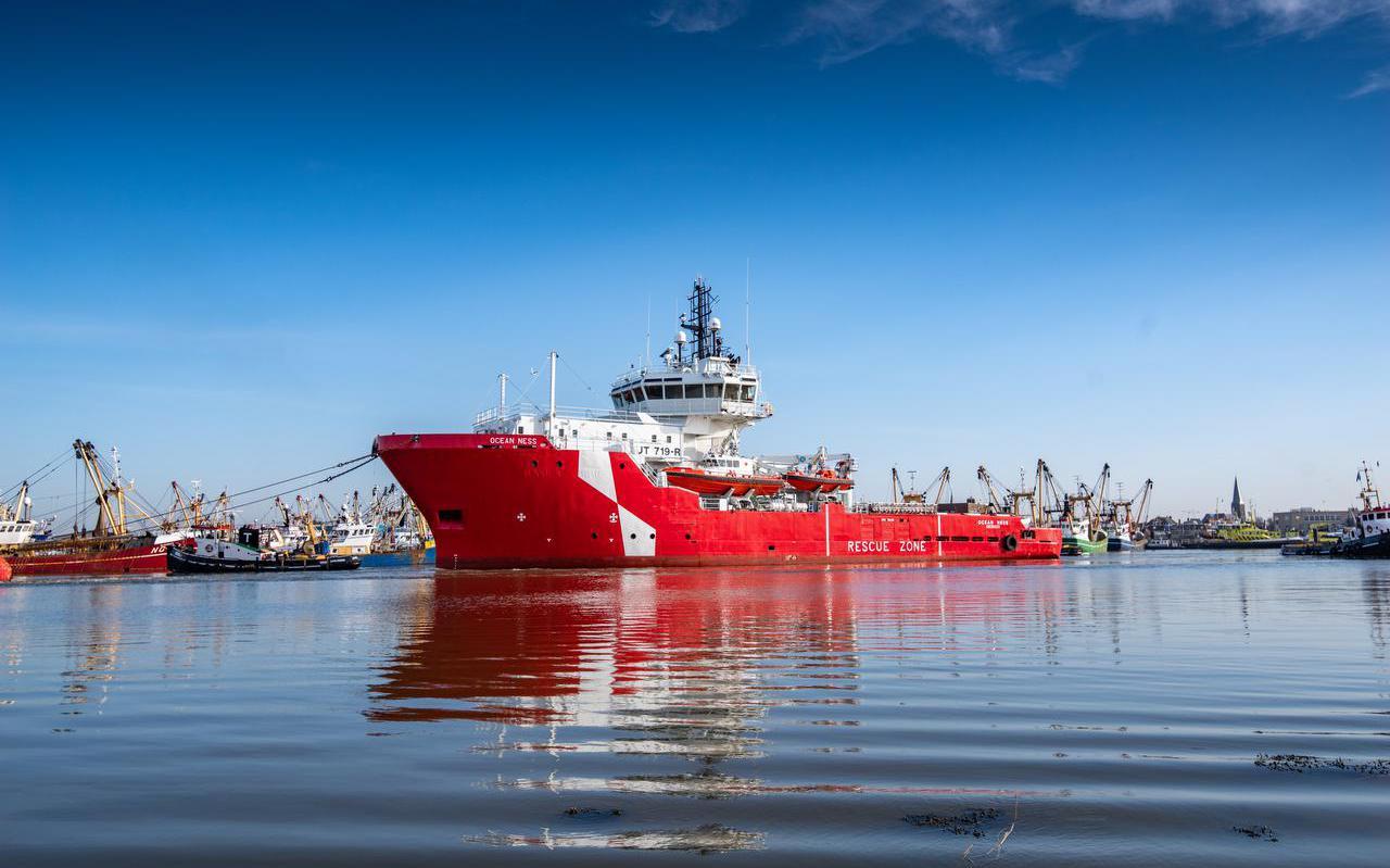 IJsbreker Ocean Ness, die bij Icon Yachts tot luxe verkenningsjacht wordt omgebouwd, werd in augustus de haven van Harlingen binnengeloodst.