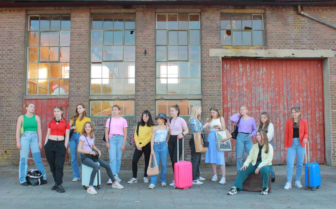 De dansvoorstelling 'Onderweg' van Unlimited uit Gorredijk speelt zich af in een treinstation.