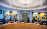 De enquêtecommissie Empatec van de gemeenteraad van Súdwest-Fryslân. Vanaf links: Gert Schouwstra (ChristenUnie), Angelina Kerver (GroenLinks), voorzitter Pieter de Vries (CDA), onafhankelijk raadslid Klaas Jan Semplonius en Lianne van der Wal (VVD).