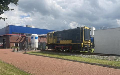 Locomotief op het terrein van Philips.