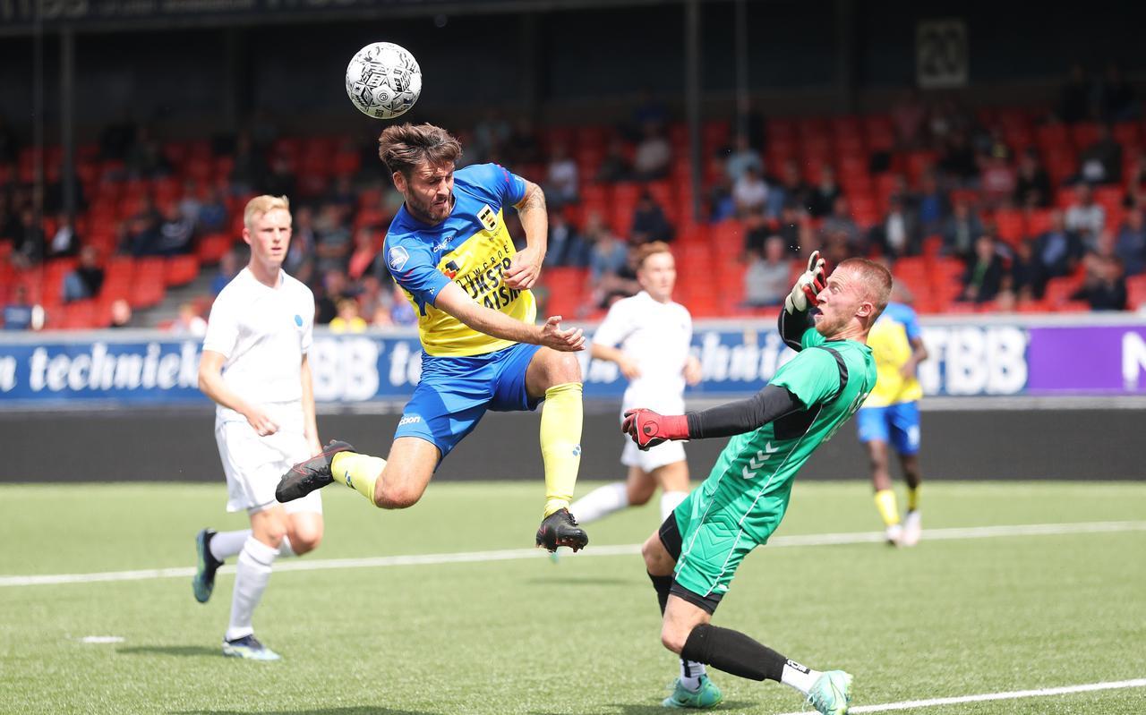 Sam Hendriks stuit op doelman Thom Jonkerman van Team VVCS en kwam bij absentie van Tom Boere niet tot scoren.
