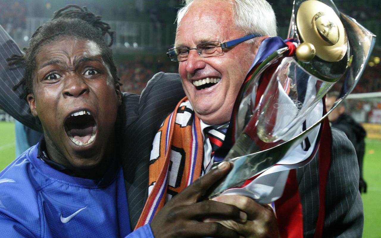 Met bondscoach Foppe de Haan (r) na het behalen van het Europees kampioenschap in 2007.